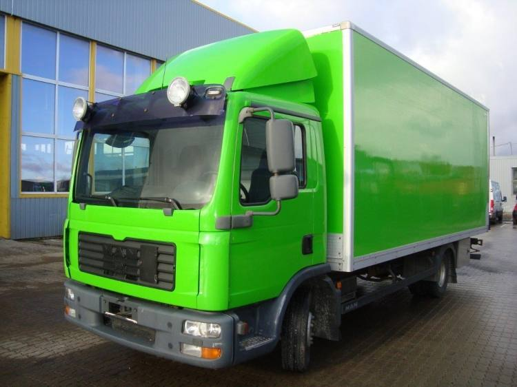 MAN TGL 8.210 4X2 BL FURGOON